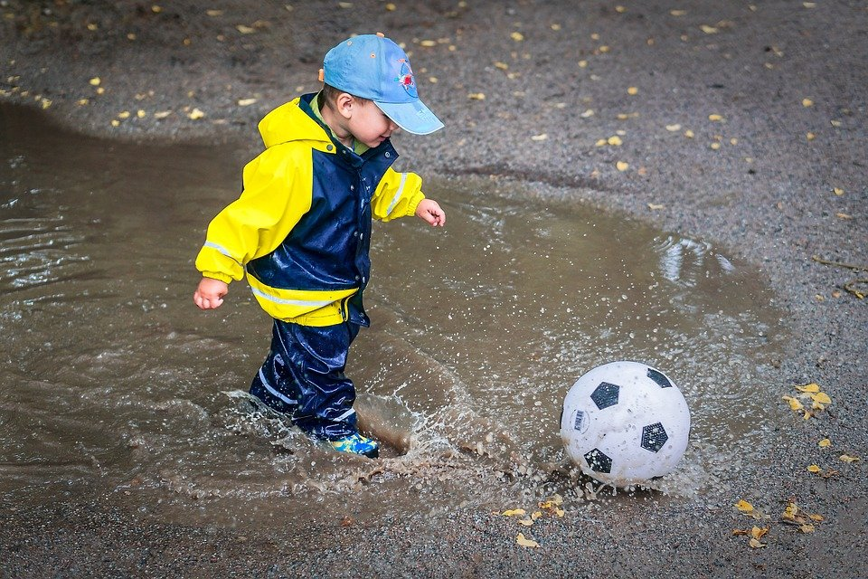 5 reasons why kids should jump in a puddle